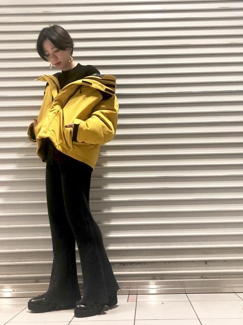 黄色に合う色 大人コーデ6