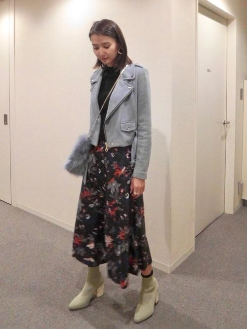 ZARAのスカート!フレアスカートを選んで可愛らしいコーデに♡5