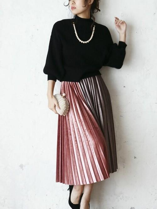 艶シンプルの光沢あるプリーツスカート