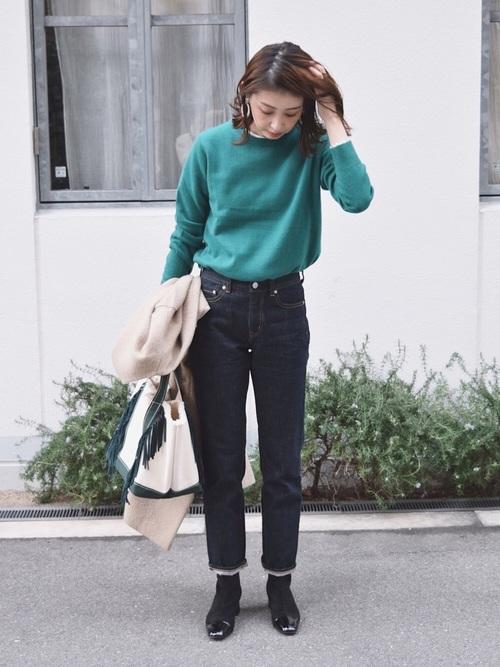 グリーンのカシミヤクルーネックセーター