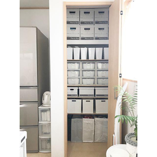 クローゼット収納 棚にぴったり収まるサイズの収納ボックスを使う