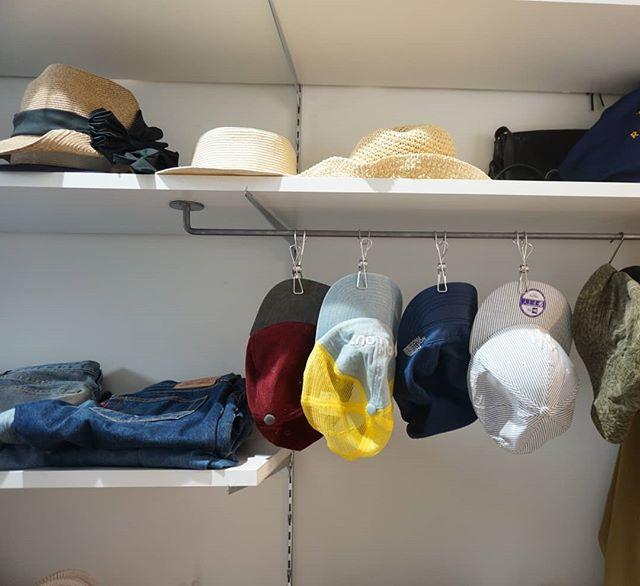 ワイヤークリップを活用した帽子の収納