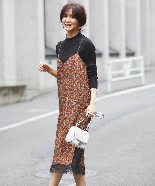[tocco closet] 裾レース使い花柄キャミワンピース