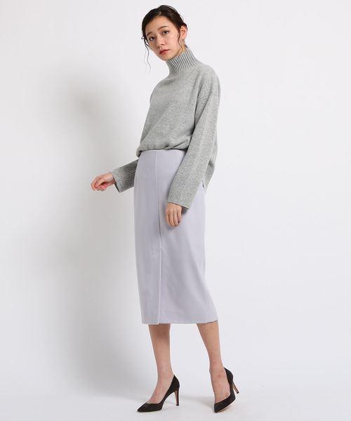 パープル色のタイトスカート