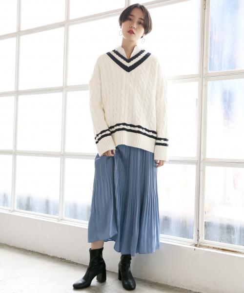 サテンケシプリーツスカート