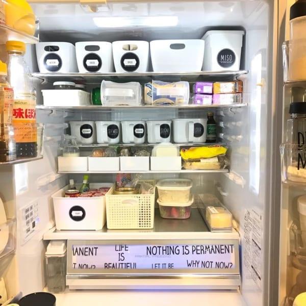 冷蔵庫収納 持ち手の付いたストッカーが活躍