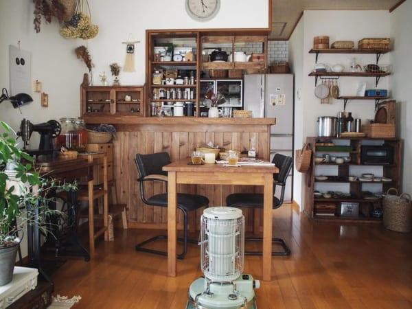 キッチンカウンターのDIY収納実例 レトロ風