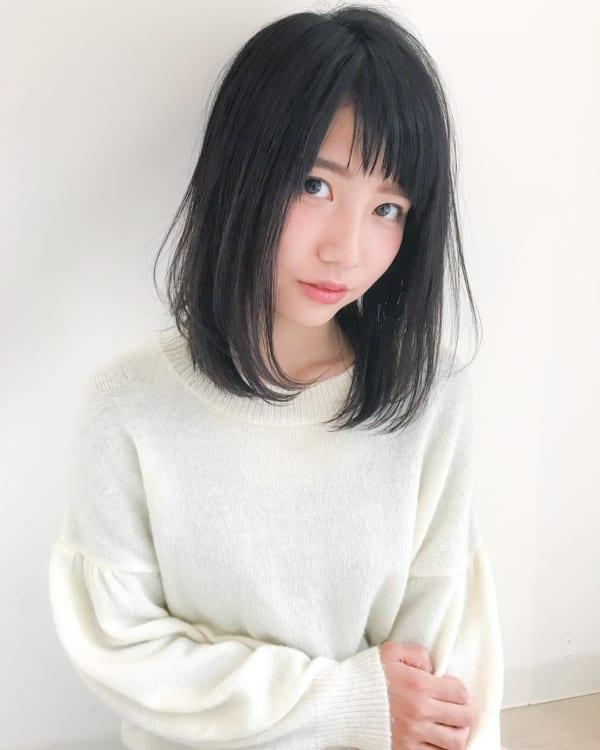 丸顔 黒髪ミディアム7