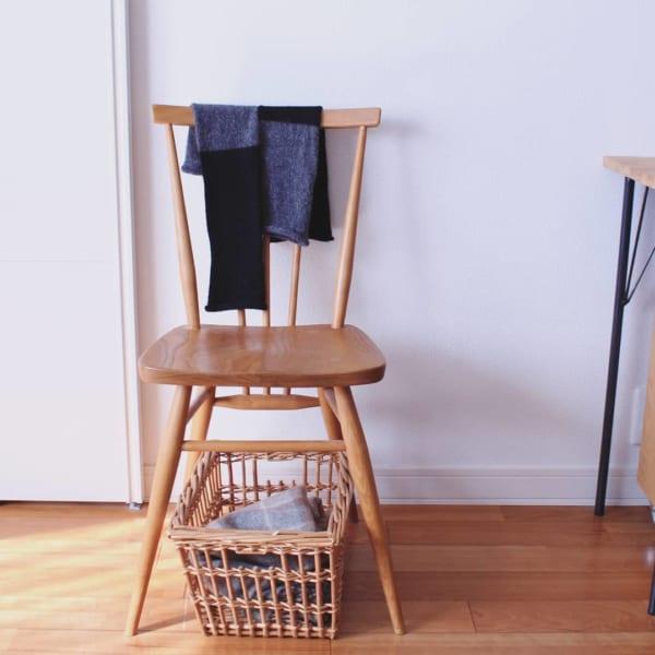 椅子の下 かご