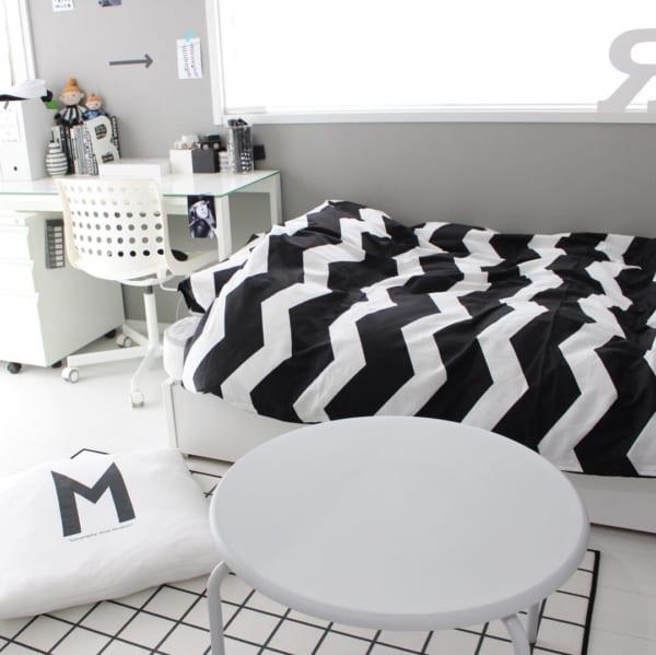 シェブロン柄のベッドカバー