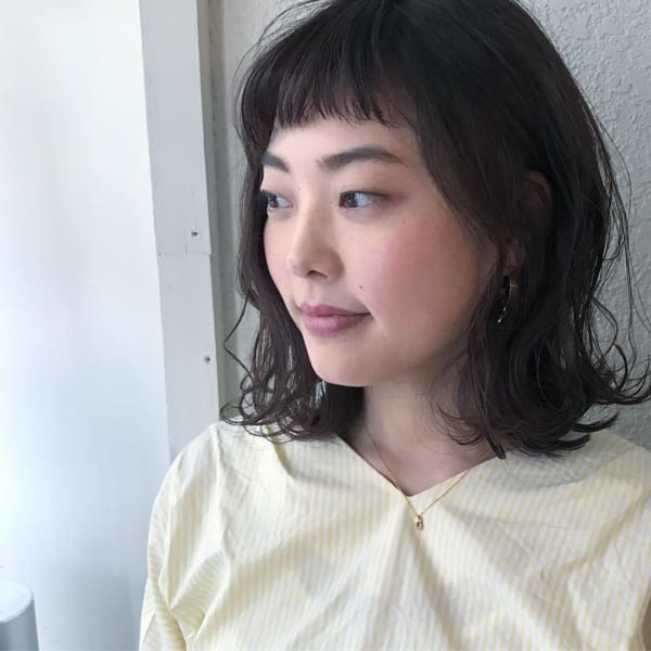 丸顔 黒髪ミディアム4