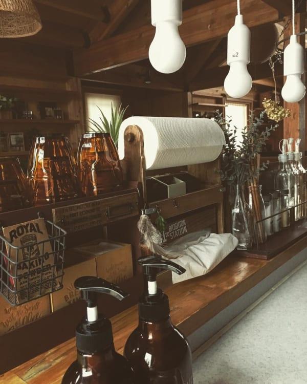キッチンカウンターのDIY収納実例 ヴィンテージ風カフェスタイル