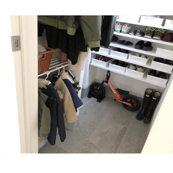 コート収納②玄関にコートの収納スペースがある実例4