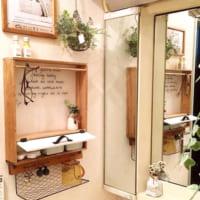 DIYでおしゃれなサニタリールームに☆ラスティックな趣の洗面所実例
