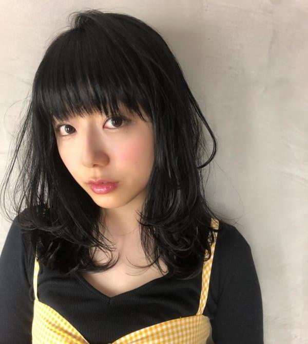 面長 黒髪ミディアム2