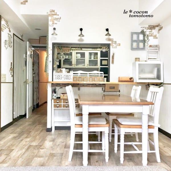 キッチンカウンターのDIY収納実例 ロマンティックインテリア