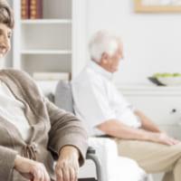 介護保険と連動している生命保険会社が取り扱う民間介護保険とは?加入のメリットとデメリットを紹介します