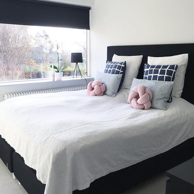 寝室 ノットクッション