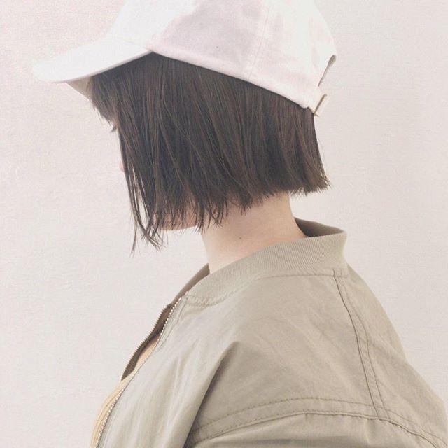 キャップに似合う髪型:切りっぱなしボブ