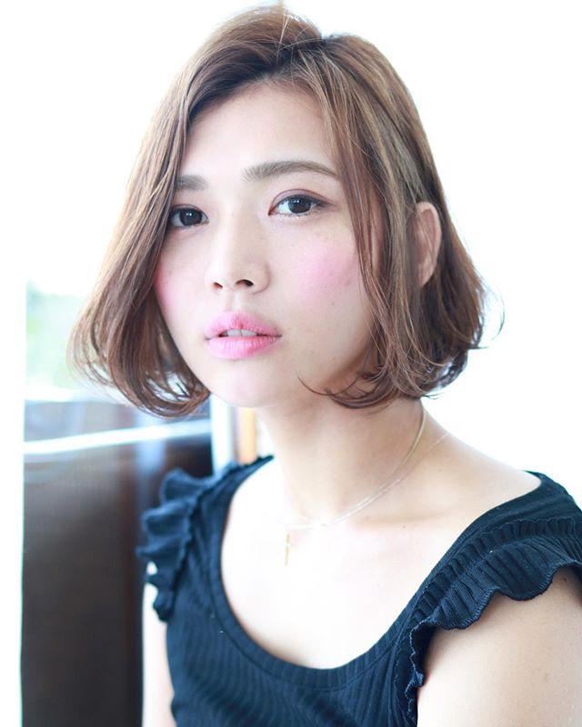 丸顔改善で小顔に見えるショートボブ特集②毛先の動きに注目3