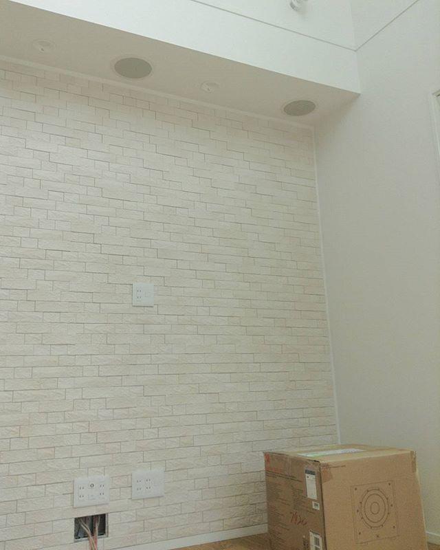 壁掛けテレビの配線を隠す方法