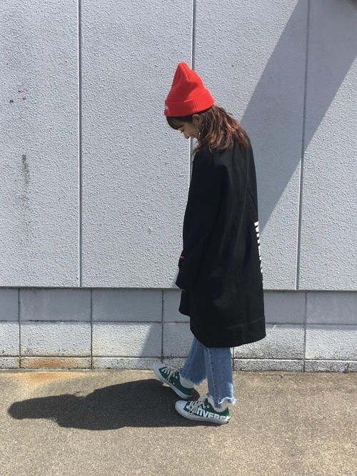 【ミディアムヘア】ニット帽のおしゃれな春コーデ④デニム