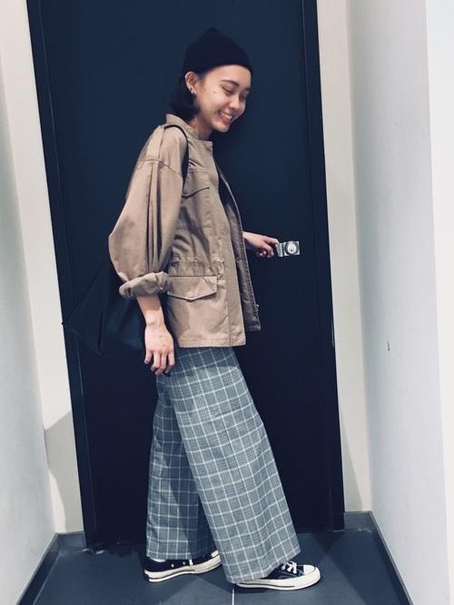 【ショートヘア】ニット帽のおしゃれな春コーデ②パンツ