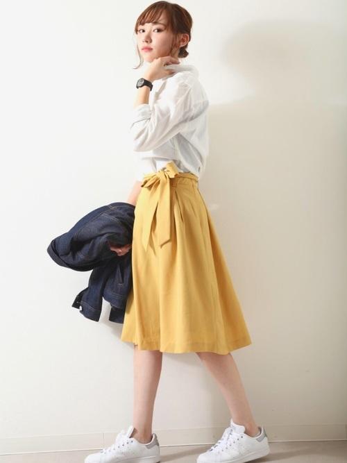 スタンスミス×カラースカートの春夏コーデ