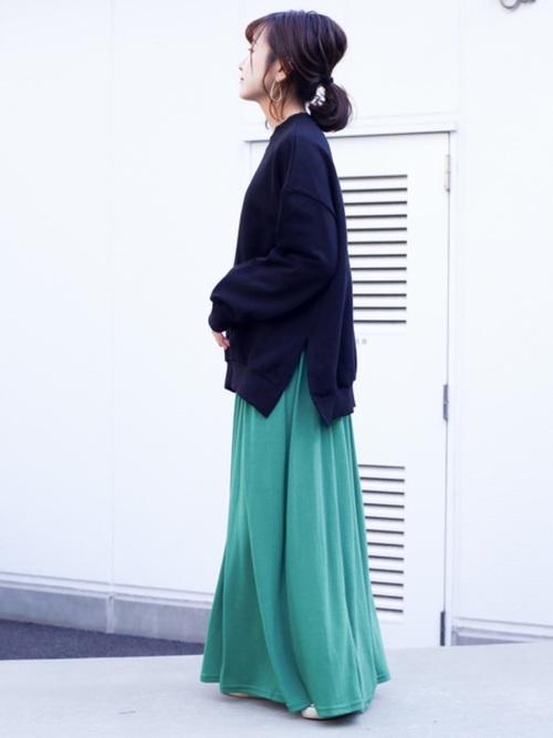 【鮮やかカラー】で作るきれいめシンプルファッション