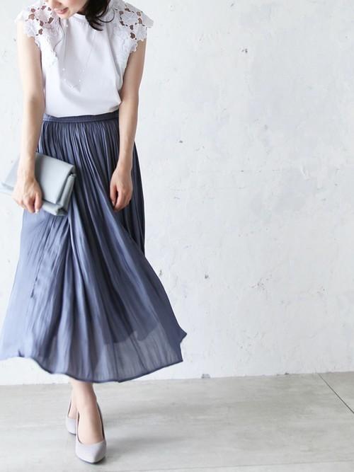 風に揺れるグロッシースカート
