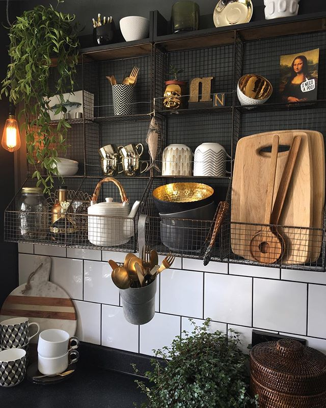 金属素材を用いたモダンな海外キッチンインテリア