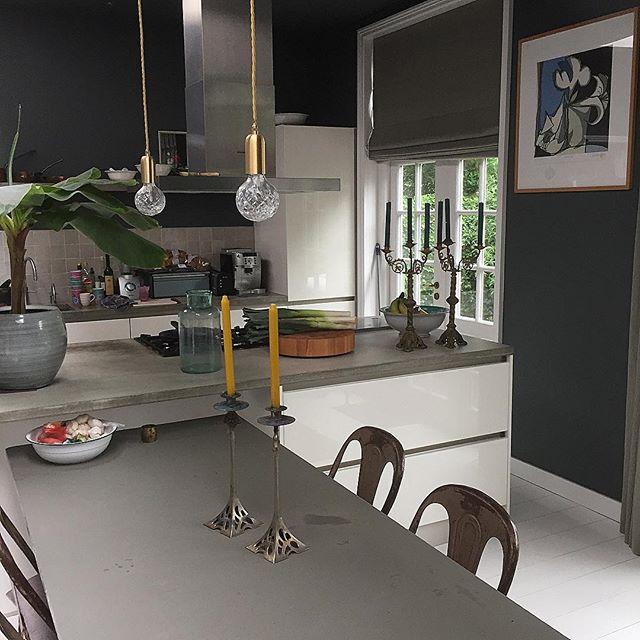 モノトーンカラーの海外キッチンインテリア2