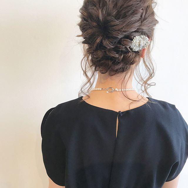 編み込みのまとめ髪でアレンジ2