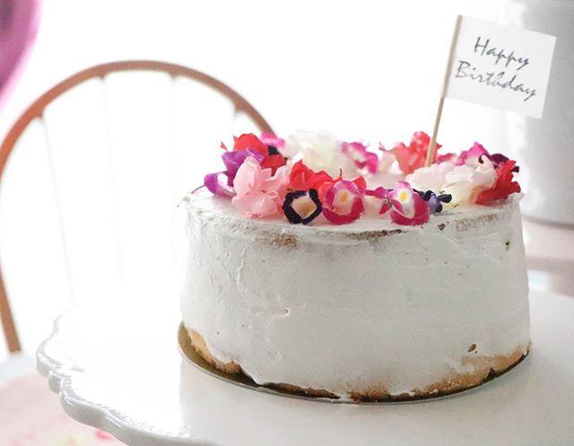 エディブルフラワーのネイキッドケーキ