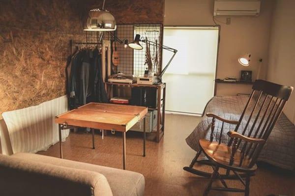 ヴィンテージ感のある家具で狭い部屋をアンティーク調に