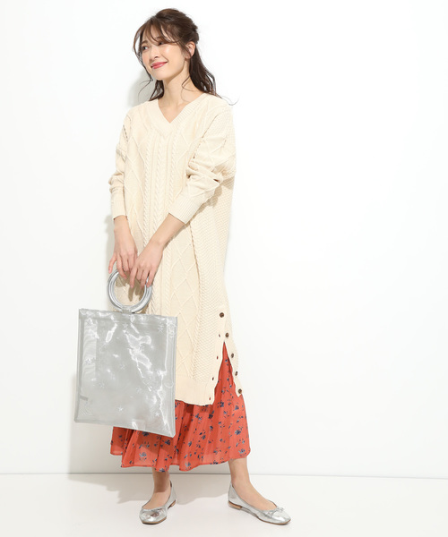 裾釦ケーブルニットワンピース