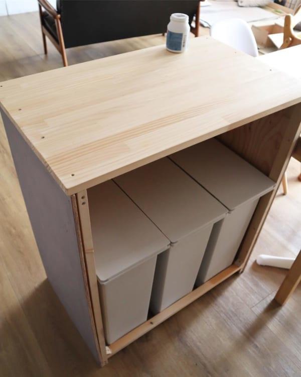 ゴミ箱を隠す棚をDIY1