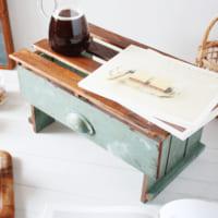 【キャンドゥ・セリア】グッズを活用!手軽に作れて使い勝手抜群のミニテーブル
