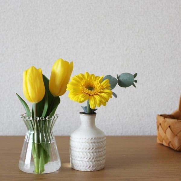 イエローの花を活ける