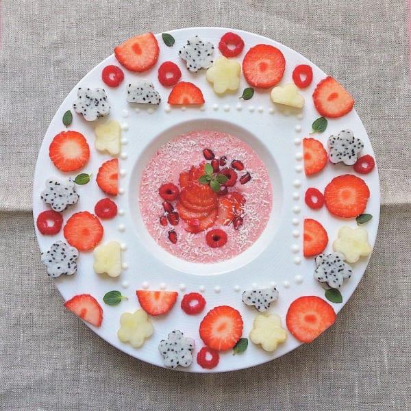 インスタ映え料理 苺とバナナのスムージー