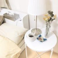 ベッドサイドテーブルの飾り方☆あなたはサイドテーブルに何を置きますか?