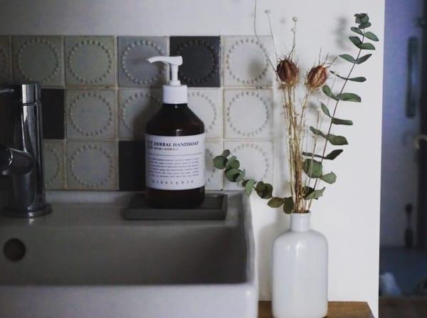 タンバリンのタイルの洗面所