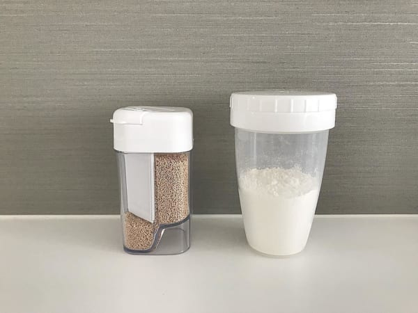 セリア 粉末だしボトル&小麦粉ふりふりストッカー