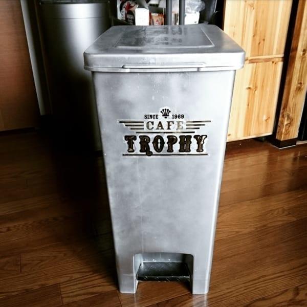 DIYでペイントしたおしゃれなキッチン用ゴミ箱2