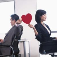 社内恋愛は必ずバレる?職場の恋愛を成功させるための行動まとめ