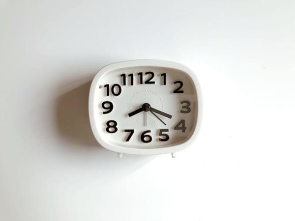 ライト付き目覚まし時計