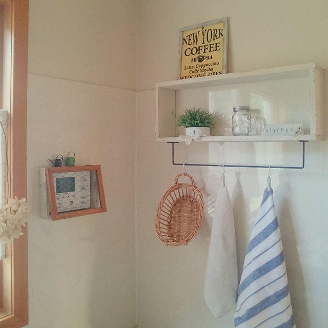 壁に板とアームを付けて便利な棚をDIY2