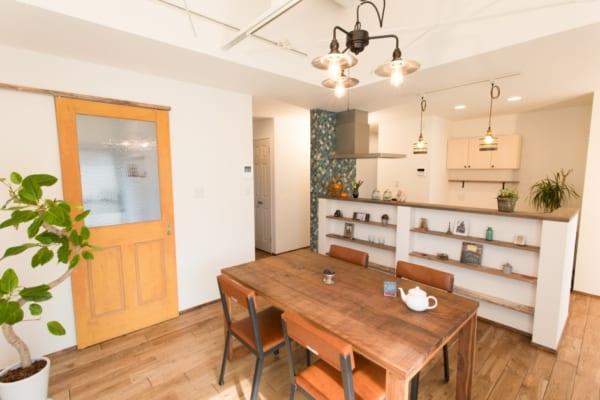 ディスプレイスペースを兼ね備えたキッチンカウンター
