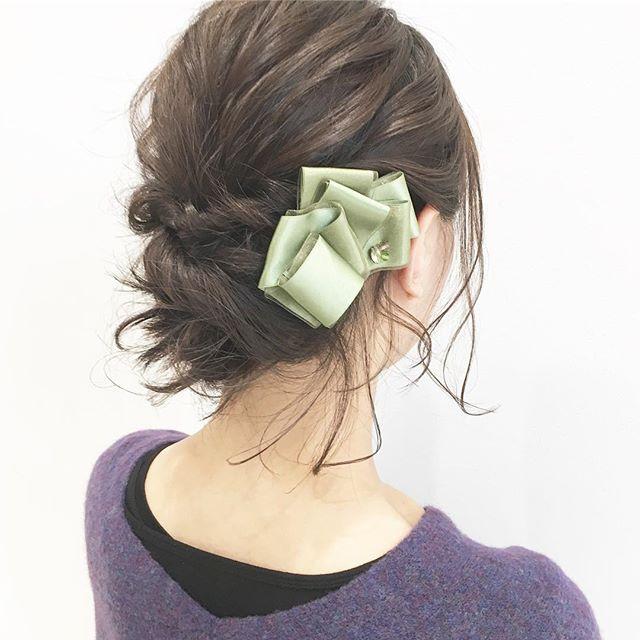 可愛いヘアアクセを使ったシニヨン2