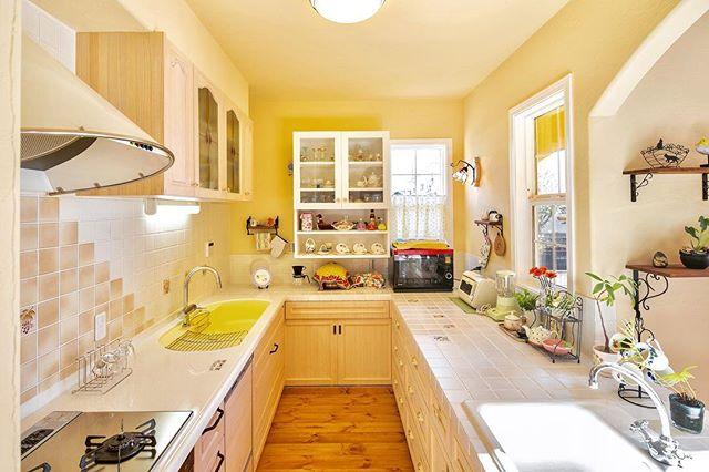 フレンチカントリー風の明るいキッチン
